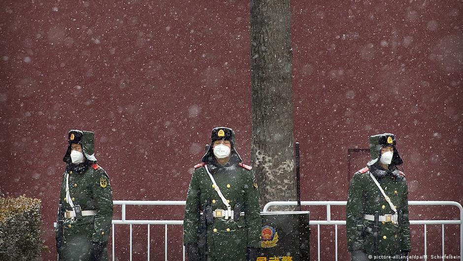 資料圖片:天安門廣場上戴口罩執勤的武警