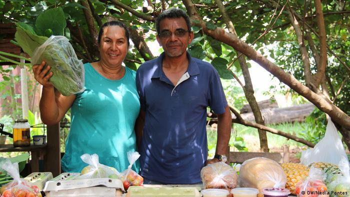Casal de produtores rurais mostra seus produtos orgânicos