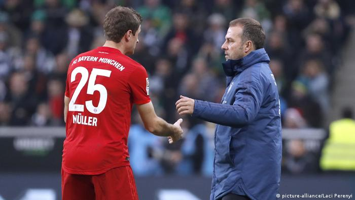 Thomas Müller speaks with Hansi Flick during a German Cup game in February