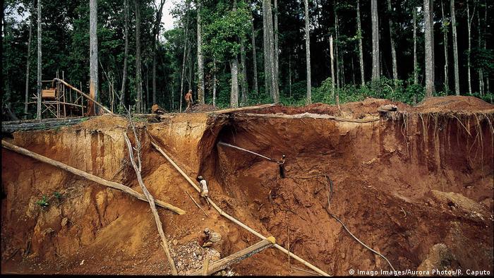Mina de oro en Venezuela.Trabajos de exploración cerca de El Dorado, en el este del país.