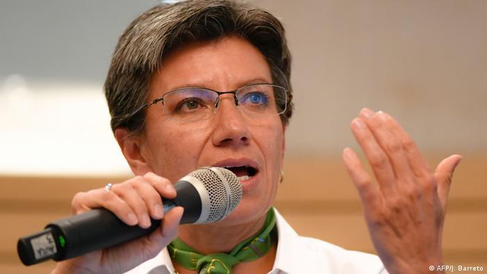 La alcaldesa de Bogotá, Claudia López, libra un duro pulso por defender su duro curso contra la propagación del coronavirus y proteger a sus habitantes.