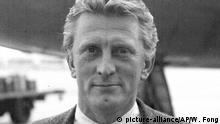 Kirk Douglas death. File photo dated 09/07/57 of Kirk Douglas who has died at the age of 103. Issue date: Thursday February 6, 2020. See PA story DEATH Douglas. Photo credit should read: PA/PA Wire URN:50111223 |