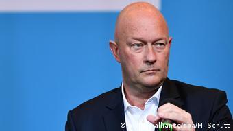 Thomas Kemmerich est un élu du parti libéral FDP. Il a démissionné et provoqué de nouvelles élections