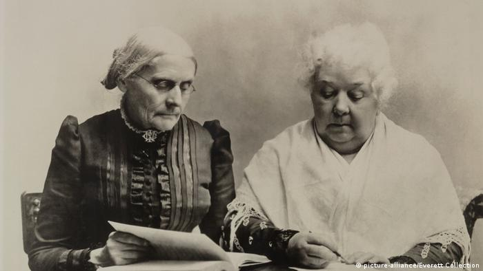 Susan B. Anthony (kiri) dan Elizabeth Cady Stanton (kanan)