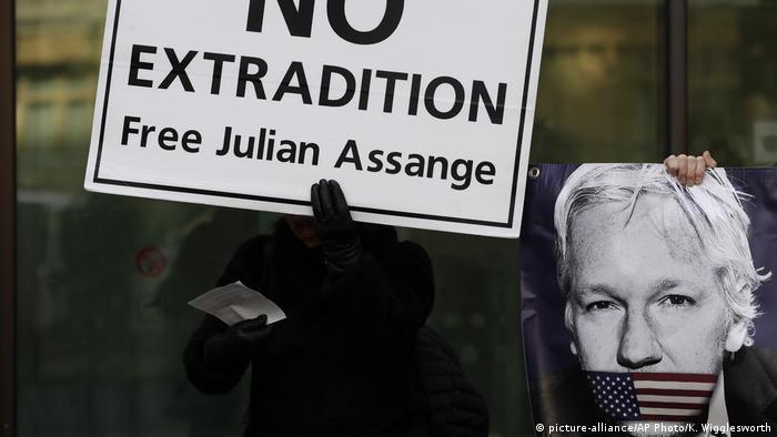 Manifestação de apoio a Julian Assange em Londres