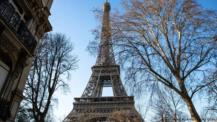 Paris: Eiffel Tower evacuated after bomb threat