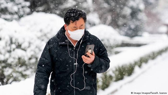 Person with face mask on mobile