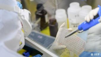 Foto de personal médico en laboratorio