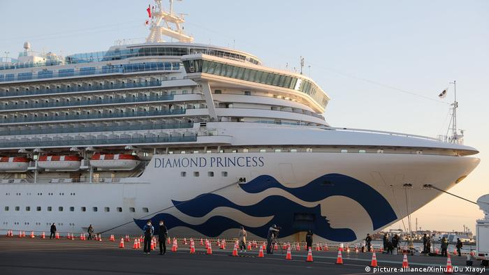 El Diamond Princess tansporta a unos 3.700 pasajeros y tripulantes, de los cuales alrededor de 280 han sido sometidos a pruebas (06.02.2020)