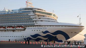 Japan Yokohama Kreuzfahrtschiff Princess Diamond mit Corona-Kranken (picture-alliance/Xinhua/Du Xiaoyi)