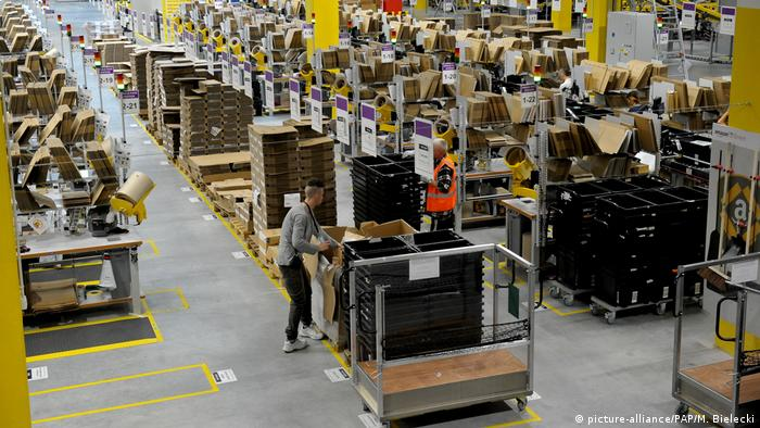 Polen Amazon E-Commerce Logistiklager (picture-alliance/PAP/M. Bielecki)