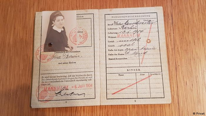 Passport belonging to Alice Berwin (Privat)