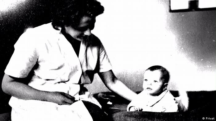 Stephan Feuchtwang with his mother in 1938 (Privat)