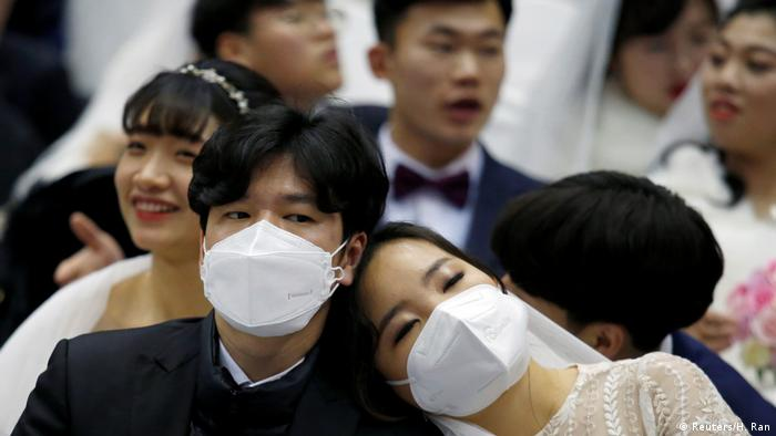 South Korean bride and groom with masks (Reuters/H. Ran)