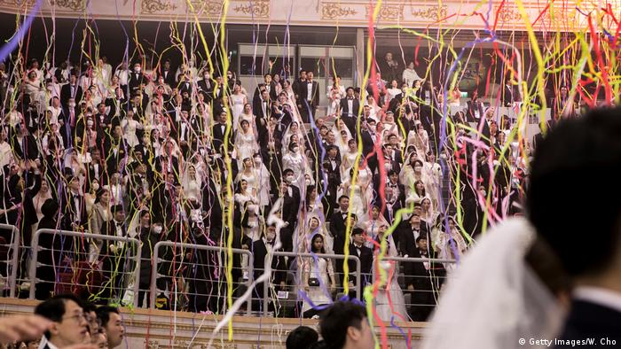 Confetti falls from ceiling at mass wedding (Getty Images/W. Cho)