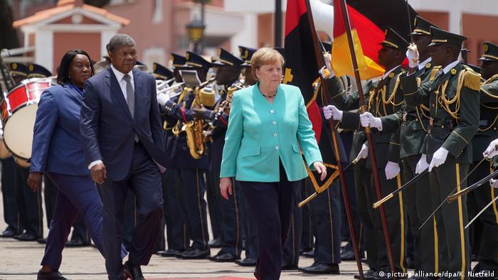Angolan President Joao Lourenco and German Chancellor Angela Merkel (picture-alliance/dpa/K. Nietfeld)