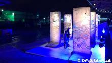 Die Brüssel Art Fair BRAFA wurde 1956 gegründet sie zählt heute zu den ältesten und wichtigsten Kunstmessen weltweit. Sie präsentiert moderne und zeitgenössische Kunst von höchster Qualität, Antiquitäten und Designobjekte. Dieses Jahr gab es eine wohltätige Versteigerung von 5 Segmenten der Berliner Mauer. Berliner Mauer auf der BRAFA. Foto: Dagmara Jakubczak / DW am 2.2.2020 in Brüssel, Belgien.