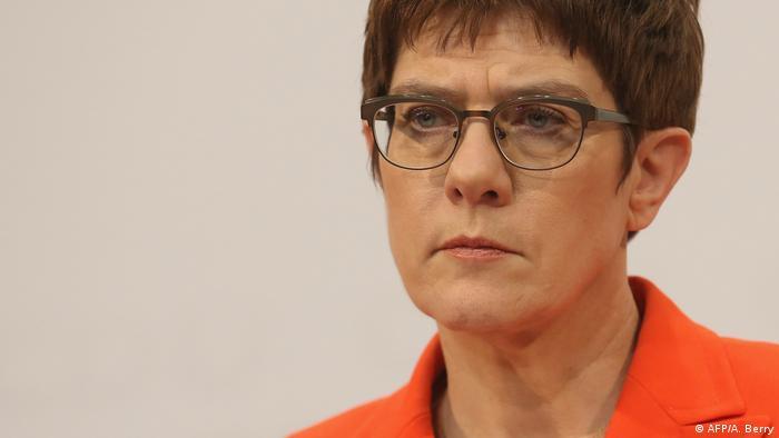 Annegret Kramp-Karrenbauer renonce à la chancellerie allemande