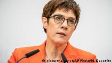 Deutschland CDU-Chefin fordert von SPD und Grünen neuen Kandidaten in Erfurt