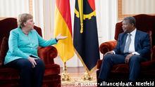 07.02.2020, Angola, Luanda: Bundeskanzlerin Angela Merkel (CDU) spricht mit Joao Lourenco, Präsident von Angola, im Präsidentenpalast. Die Kanzlerin bereist nach Südafrika auch Angola für politische und wirtschaftliche Gespräche. Foto: Kay Nietfeld/dpa | Verwendung weltweit