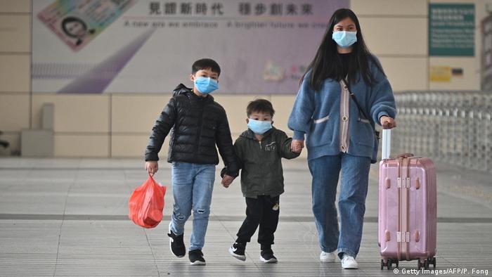 Hongkong | Coronavirus | Atemmaske (Getty Images/AFP/P. Fong)
