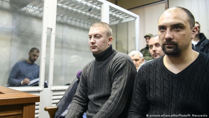 Ексберкутівці Сергій Тамтура (праворуч) та Олександр Маринченко у суді