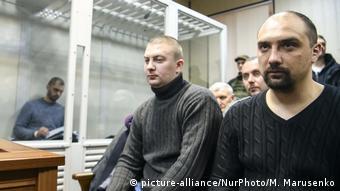 Олександр Маринченко (л) і Сергій Тамтура (п) повернулись (архівне фото з суду)