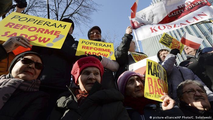 Polen | Regierungsanhänger demonstrieren für Justiz-Reform