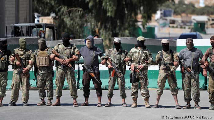 Syrien Idlib Hayat Tahrir al-Sham Kämpfer (Getty Images/AFP/O. Haj Kadour)