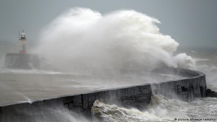 Sturm beeinträchtigt Leben in Europa