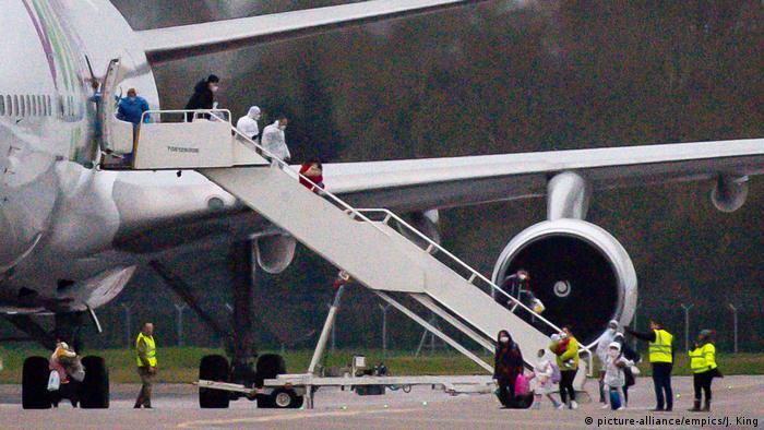 Großbritannien Flughafen RAF Brize Norton Evakuierte aus Wuhan (picture-alliance/empics/J. King)