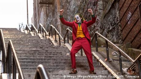 Filmstill Joaquin Phoenix in Joker (Imago Images/Warner Bros. Pictures/N. Tavernise)
