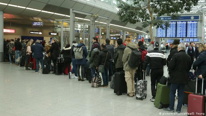 Queues of passengers at Düsseldorf airport