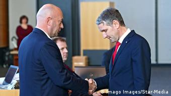 Thuringia's AfD leader Björn Höckecongratulates Thomas Kemmerich (Imago Images/Star-Media)