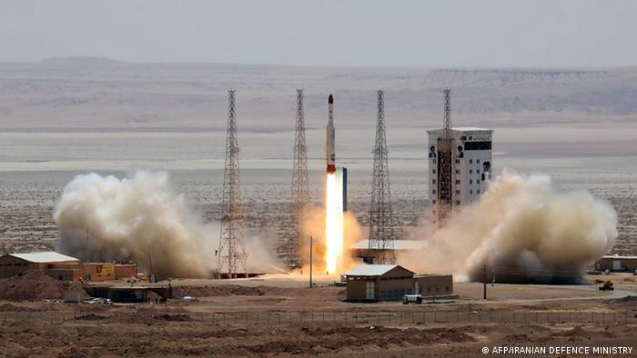 Los Guardianes de la Revolución de Irán anunciaron el miércoles que lanzaron con éxito su primer satélite militar, un programa que según Estados Unidos enmascara otro para desarrollar misiles. (22.04.2020).