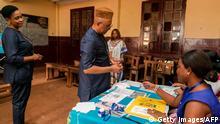 Wahlen in Kamerun - Wahllokal in Jaunde