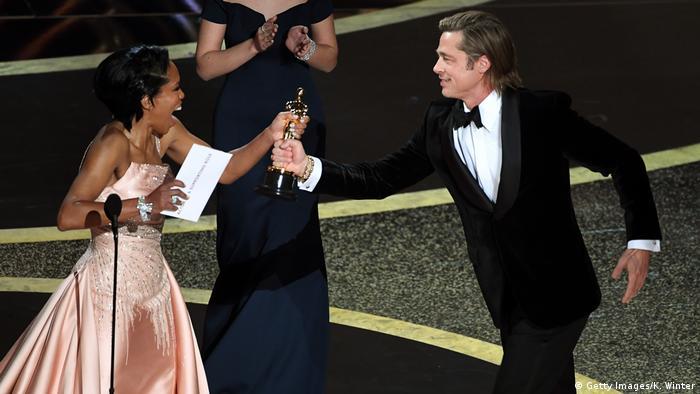 USA, Los Angeles: 92. Oscarverleihung - Brad Pitt mit Oscar (Getty Images/K. Winter)