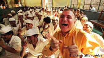 Lachende Häftlinge (Foto: ap)