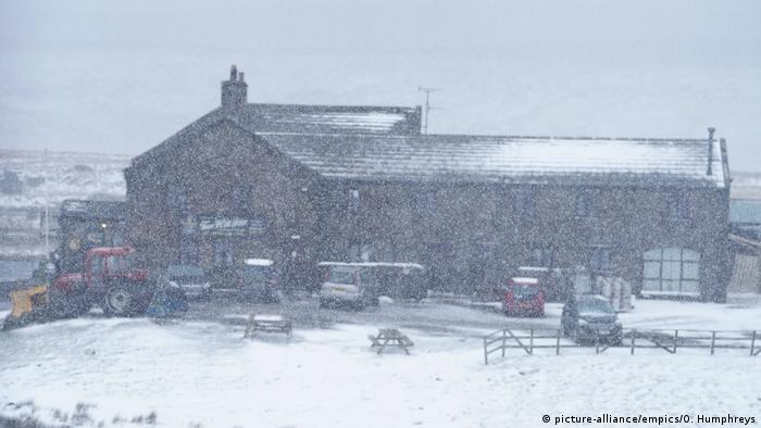Großbritannien   Schnee in Yorkshire Dales