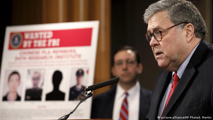 USA Washington | William Barr während Pressekonferenz zu Cyberattacke durch chinesische Armeemitglieder auf Equifax