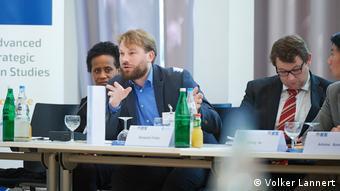 Dr. Maximilian Mayer a predat, printre altele, la Universitatea din Bonn