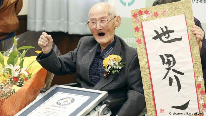 112-year-old Japanese man Chitetsu Watanabe celebrates as he is awarded the record for world's oldest man