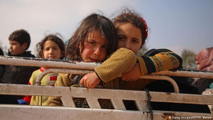 Syrien | Umgesiedelte syrische Kinder (Getty Images/AFP/A. Watad)