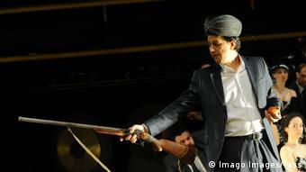 Актер и худрук Ильхома Борис Гафуров в пьесе Семь лун, во время гастролей в Москве
