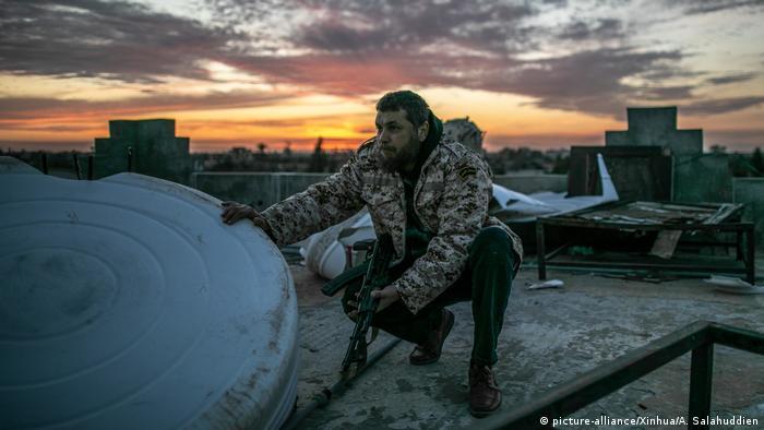 Trablus'ta bir Ulusal Mutabakat Hükümeti'ne bağlı bir asker