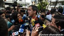 Feb. 12, 2020*** CARACAS, VENEZUELA - FEBRUARY 12: Venezuelan opposition leader Juan Guaido addresses to the media during a National Assembly session at Bolivar square of Chacao on February 12, 2020 in Caracas, Venezuela. Stringer / Anadolu Agency | Keine Weitergabe an Wiederverkäufer.