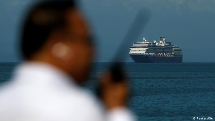 Gemiciler salgın nedeniyle mahsur kaldı