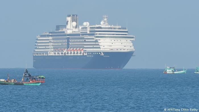 Navio de cruzeiro no mar