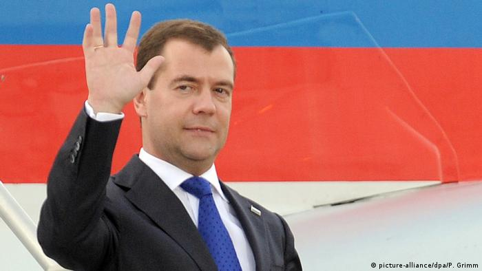 Dmitry Medvedev waves at the public at Toronto airport