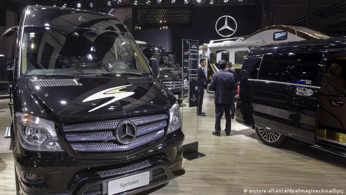 China Daimler-Showroom in Shanghai (picture-alliance/dpa/Imaginechina/Dycj)
